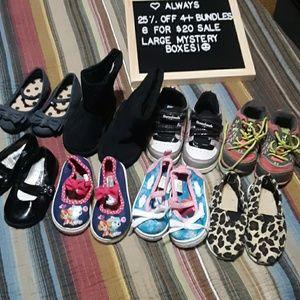 Huge lot little girls shoes size 5